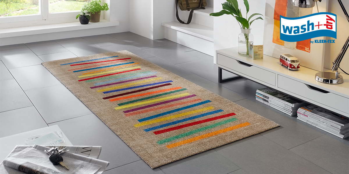 wash+dry Decor mat with vibrant modern design in living room