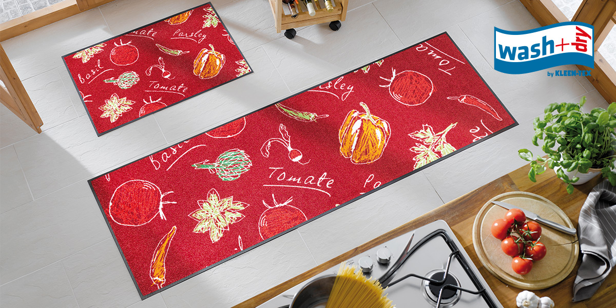 wash+dry Design mat in red with vegetables in kitchen