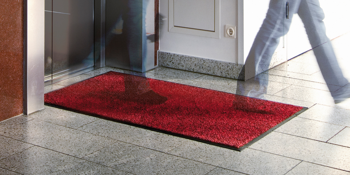 Green-Horse - red Green-Horse Mat in front of the elevator