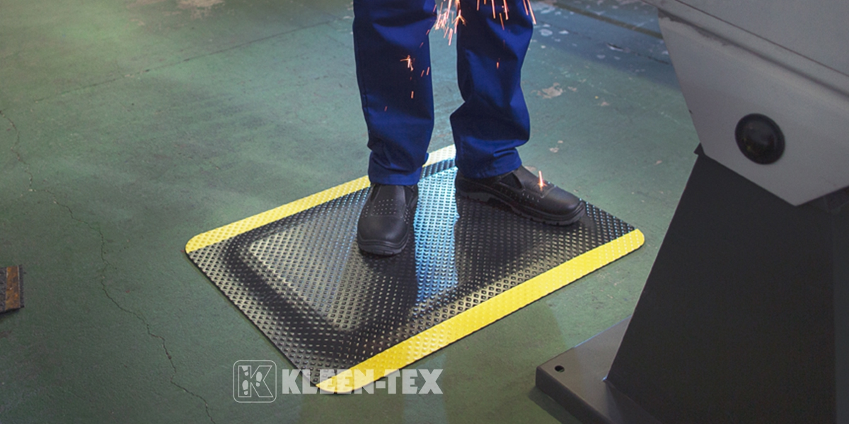 Kleen Komfort Standard Safety in front of machine